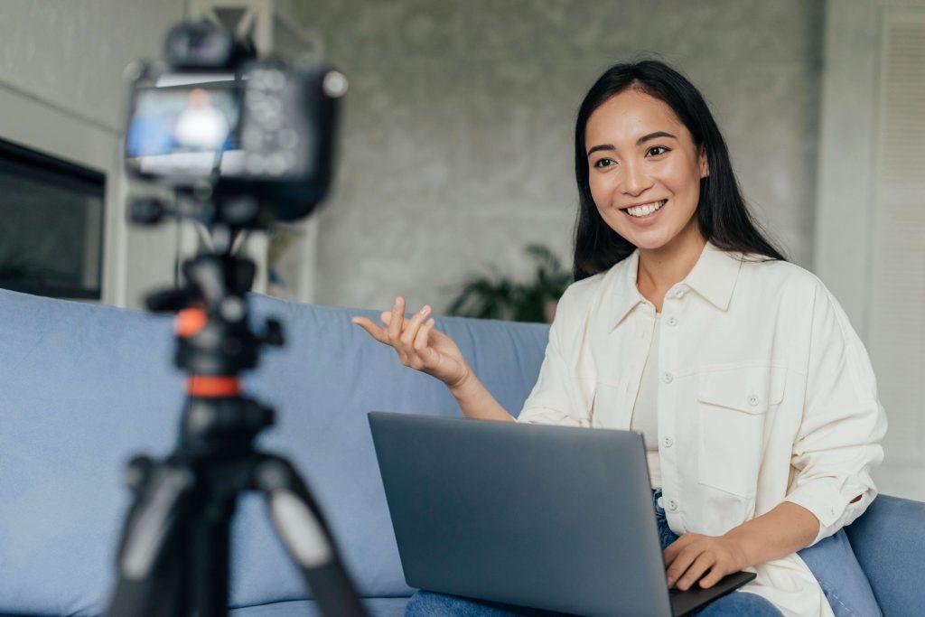 Women talking infront of Camera - Media Training Worldwide